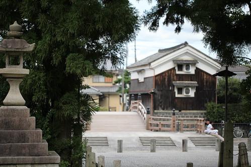 神社に囲まれた町