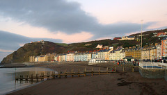 Aberystwyth. The end of the day. Sea, Sand and Constitution Hill. (Minoltakid) Tags: uk sunset sea people beach wales coast seaside day cloudy oldbuildings aberystwyth gb seafront ceredigion constitutionhill seasidetown welshcoast colourfulbuildings theseaside welshheritage colourfulhouses seasidephotography welshseaside seasidecolours minoltakid theminoltakid thewelshseaside