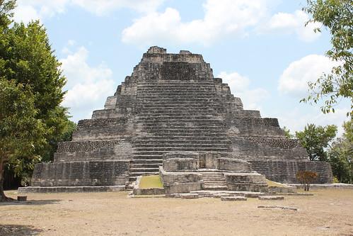 Chacchoben, Gran Basamento, Temple 1