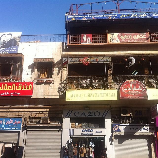 Giordania. Case, negozi, case nel Suq di Amman.