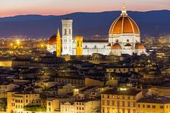 Florenz bei Nacht (ted0071) Tags: italien panorama licht europa nacht dom kunst fliesen kirche haus architektur landschaft bauwerk dach blick atmosphäre dunkel ausblick basilika zeit florenz toskana nachts umwelt kuppel geographie glockenturm anblick meisterwerk fernsicht tageszeit europäisch panoramisch landschaftlich