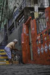 NOVACOR | 140712-8230-jikatu (jikatu) Tags: red brazil brasil canon painting pared artist mocha artista pintando riodejanerio sherwinwilliams worldcup2014 mocheta canon5dmkii jikatu