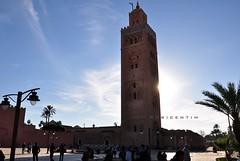 Mesquita da Kutubia (Centim) Tags: cidade nikon torre foto monumento paisagem cu morocco marrakech medina marrakesh fotografia mirante templo marrocos estado kutubia mesquita frica pas manuscritos d90 continenteafricano livreiros alkoutoubiyyin marraquexi mesquitadakutubia