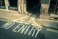 (Svenjanein) Tags: street uk light shadow bus london licht colorful afternoon unitedkingdom stop shade noentry entry bunt sunnyday 2014 lightbeam  strahl nachmittag  schn ourtrip     strase lichtstrahl grosbritannien lighray