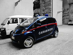Carabinieri Mitsubishi i-Miev (Boss-19) Tags: boss blue b light red bw italy white black color car electric gardens de grey florence blackwhite google italian shiny power d 5 c w small police 7 9 pit cc di het firenze palazzo pitti 112 carabinieri mitsubishi italie dei policia 59 97 boboli arma paleis gendarme millitary italiaans politie transparant gendarmerie militair tuinen miev 597 i zwaailicht imiev boss19 ccdi597 l'arma policeeletric