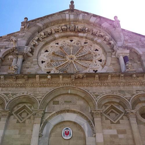 Qui la facciata della stupenda cattedrale di Troia (FG). Consigliamo di visitare questa bellissima cittadina e grazie a @svegliarsineiborghi per il tour per il centro storico