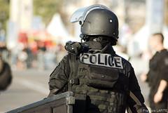 Un homme de la BRI (Brigade de Recherche et d'Intervention) (theguardsman) Tags: police bri commando brigade intervention recherche sécurité