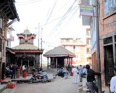 Rue de Bhaktapur au Npal (louis.labbez) Tags: cit maison rue enfant bhaktapur npal cerf volant nepalais impriale labbez