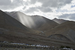 Crepuscular rays at Pangong (wandervox) Tags: blue india mountain lake water trek nikon hike clear route leh ladakh jammuandkashmir 2470 pangongtso pangonglake d700
