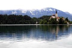 Natural vignetting (irene navares) Tags: lake church nature paradise slovenia bled balkans balcanes slovenja bledlake bledjezior
