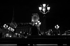 Le Bossu de Notre-Dame (::Lens a Lot::) Tags: leitz canada summicronr ii 50mm f2 1977 | 6 blades iris leica r paris 2017 street photography streetphotography night light depth field vintage manual fixed length prime lens german germany west bokeh bw black white darkness contrast monochrome