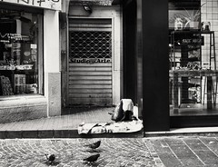 Gli invisibili... (tittamouse) Tags: blackandwhite blacknwhite blackwhite streetphotography streetphoto streetscenes street strada streetscene nikon d3300