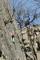 Bergbeklimmen op de Rocher de Vignobles. (Ervanofoto) Tags: ervanofoto nikon coolpix coolpixp7700 p7700 ourthe hamoir provincedeliège sy bergbeklimmen alpinisme escalade provincieluik ravel5 famenne