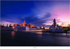 Sunset at Wat Phrakaew 2 (Ian Santosa) Tags: sunset thailand temple nikon bangkok wat phrakaew d300s