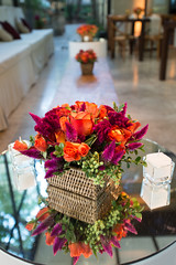 Mesa bistr (Flor e Forma) Tags: flowers wedding flores yellow lounge laranja decoration rosa amarelo casamento decorao vinho terracota iateclubedesantos minirosa florforma floreforma celsia mesabistr celsiafelpuda