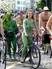 double green (lulugaia) Tags: uk beauty bike naked togetherness brighton ride bicicle cicle cicling brightonnakedbikeride lulugaia lilianarodriguez june2014