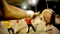 Por el aire (Pax Delgado) Tags: red playing net basketball mxico ball jump jumping midair tijuana bola brinco cancha jugando molten chesty crea baln gopro 1stperson paxdelgado goprohero bsquetbol primerapersona
