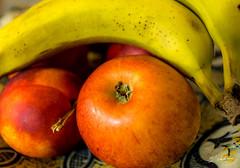 Pommes bananes, la pche ! (Emmanuel Cattier -) Tags: stilllife fruit banane pomme nationalgeographic naturemorte pche stillnature canon6d coupedefruit obj1740