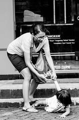 Adek Ngambek (tustel nikon) Tags: chicken mama fried makan goreng adek jajan ayam duit uang ngambek
