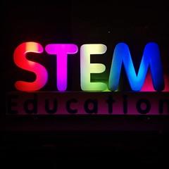 เปลี่ยนประเทศไทศต้องเริ่มที่ระบบการศึกษา พรุ่งนี้สสวท. เปิดตัวสะเต็มศึกษาในประเทศไทยที่ไบเทคครับ