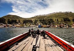 Galera, na balsa do Lago Titicaca (To na Estrada - Motociclismo de Aventura) Tags: chile peru titicaca argentina inca atacama titikaka bolvia aventura sanpedrodeatacama macchupichu motociclismo oc