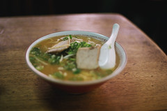 Iseya : a cheap restaurant (miho's dad) Tags: kobe contaxrx carlzeissplanart1750 fujicolorc200