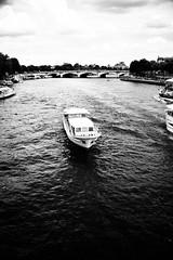 DSC_4624.jpg (Gregoire Photographe) Tags: white black paris france seine boat nikon noir pont 24 bateau tamron 70 et blanc mouche d610
