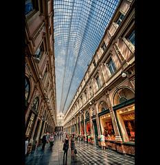 Galeries Royales St Hubert (EddyB) Tags: brussels nikon europa europe belgium bruselas blgica galerias eddyb humanfactor sigmaaf1020mmf456exdchsm galeriesroyalessthubert d300s factorhumano