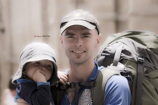 Peregrinos del camino de Santiago (padre e hijo)
