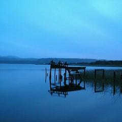Chilo en tonos Azules (Ms de 77 aos difundiendo el arte fotogrfico) Tags: chile azul landscape muelle agua paisaje chiloe fotocineclub