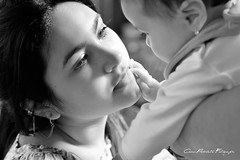Catalina e Isabella (Cesar Poblete S.) Tags: blackandwhite bw baby children child niños bebes