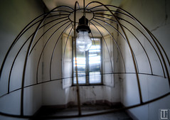lights off (Ltblue) Tags: urban abandoned lost peeling place decay exploring derelict ue verlassen urbex verfallen fogrotten