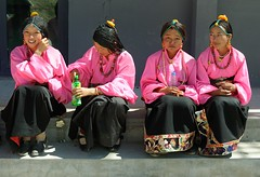 Pink Girls of Yushu, Tibet 2014 (reurinkjan) Tags: portrait potraiture yushu 2014 easterntibet བོད་ལྗོངས། ©janreurink amdoཨ༌མདོ tibetanplateauབོད་མཐོ་སྒང་bötogang tibetབོད tibetanchildrenབོད་ཕྲུགbötruk jyekundoསྐྱེ་དགུ་མདོ་county girlབུ་མོ་bumo femalechildབུད་མེད་ཆུང་ངུbüméchungngu femalechildམོ་དབྱིསmoyi smallgirlམོ་བྱིསmoji faceགདོང་པ་dongpa གདོང༌dong གདོང་ཁdongkha facecolorགདོང་མདོགdongdok khamཁམས་བོད ༢༠༡༤ jyekundoསྐྱེ་དགུ་མདོ་ gawaག་ཝ་