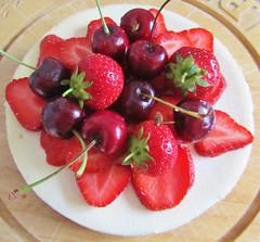 birthday cheesecake (twinkle_moon_bunny) Tags: birthday strawberry cheesecake cherrys