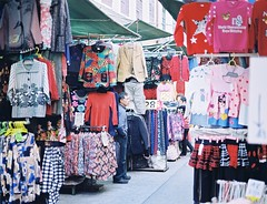 "「 Film 」""clothing market"". (Skyeluke) Tags: 色彩 底片 膠片 銀鹽 菲林 佳能 市場 衣服 人文 掃街 澳門 person market clothing f18 50mm eos55 proimage100 streetphotography street film canon kodak macau"