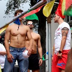 Pêl foli gefn lorri / Volleyball Float, Brighton & Hove Pride 2013 (Rhisiart Hincks) Tags: hwyl fun lgbt hoyw cosheòrsach bi deurywiol trawsrywiol transexual lesbian heñvelreviat gay festival gŵyl pride paotr bachgen hombre man dyn hebgrys diroched sanschemise sincamisa shirtless paotred mutilak dynion men hommes fir gizonak bechgyn mecs boys guys lads poeth hot tomm bero chaud volleyball brighton