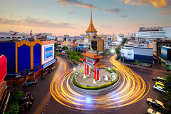 Odean circle china town (Patrick Foto ;)) Tags: architecture asian august avenue bangkok blur business car celebration china chinatown church circle circus city commemoration culture district dusk effect evening gate island king landmark light motion movement night odean outdoor pagoda road rotary round roundabout sky square street technique temple thailand tourism town traffic transportation travel turning twilight vehicle krungthepmahanakhon th