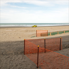 new-brighton-6229-ps-w (pw-pix) Tags: fence orange mesh barrier safety pickets starpickets yellow caps 4wd fourwheeldrive vehicle people rocks pebbles shingle green sand beach seaside shore sea water wash foam tracks tyremarks overcast cloudy clouds cool besidenewbrightonpier newbrightonpier marineparade newbrighton christchurch canterbury southisland nz newzealand