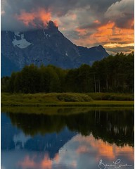Oxbow bend alight under a setting sun. #global_hotshotz #majesticearth #cool_capture_ #naturewhisperers #dreamimage #splendid_earth #thebest_capture #igs_america #greatshotz #viewbugfeature #neverstopexploring @canon_photos @canon_usa_ (bibek2006) Tags: lake birds sunset oxbowbend nationalpark grandtetonnationalpark instagramapp