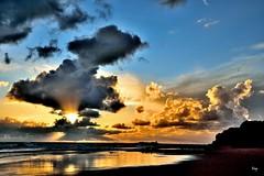 Entre nubes (ZAP.M) Tags: atardecer nubes playa mar beach naturaleza nature paisaje labarrosa chiclana cádiz andalucía españa fickr zapm mpazdelcerro nikon nikond5300 m4m