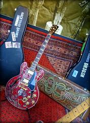 Oatmeal moped. (Papa Razzi1) Tags: 8945 2017 087365 guitar dregen backyardbabies rock display malmen södermalm hotel eriksson xperiax