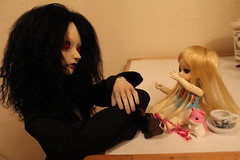 Clarett shares an exhilarating story with Sanguine (GenevieveYay) Tags: angel ball mod doll dream planning tiny gore horror bjd modification abs abjd ai jun nerine sanguine jointed clarett blueblood