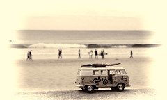 Harris visits Manly 1 (loobyloo55) Tags: sand surfer australia vwkombi