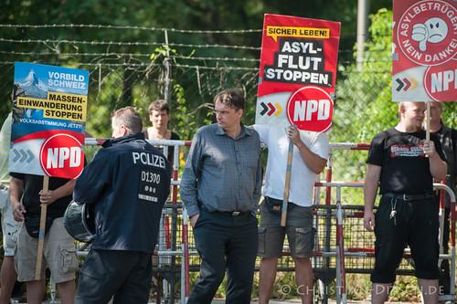 Berlin   NPD   Kundgebung gegen Fluechtlingsunterkunft in Weissensee