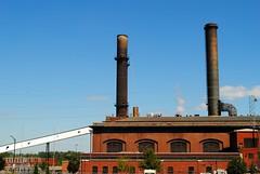 Veolia Energy (Cragin Spring) Tags: city urban building midwest energy unitedstates mo kansascity smokestacks missouri kansascitymo kansascitymissouri veolia veoliaenergy