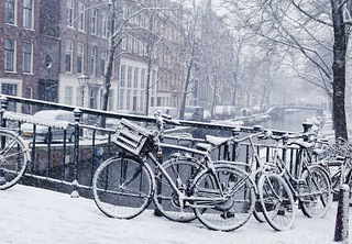 Snow falls beautiful but cold in the Jordaan