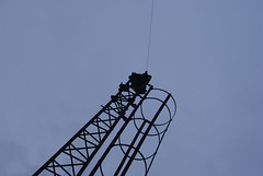 MSC Height Warning System (Close Up) (Azzcart2000) Tags: manchestershipcanal warburtonbridge height warning wire