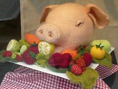 Saufrhlich (meret.fuchs) Tags: wool knitting pork schwein fleisch wolle meret stricken woolshop wollladen