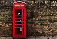 20130816_11k Red British phone booth & old brick wall | Cambridge, England (ratexla) Tags: ratexlasinterrailtrip2013 1000views cambridge england uk 16aug2013 2013 canonpowershotsx40hs interrail interrailing eurail eurailing tågluff tågluffa tågluffning travel travelling traveling journey epic europe earth tellus photophotospicturepicturesimageimagesfotofotonbildbilder vacation holiday semester backpacking tågresatågresor resaresor europaeuropean stad town greatbritain theuk storbritannien phonebooth telephonebooth engelsk brittisk telefonkiosk red röd röda rött catchycolorsred brick wall bricks tegel tegelvägg tegelmur urban street almostanything unlimitedphotos phonebox favorite grunge ratexla