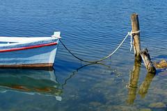 Dalmatinisches Detail (dorena-wm) Tags: blue sea white reflection boot boat meer nin rope blau weiss spiegelung adria adriaticsea dalmatia 2014 seil pfosten dalmatien dorenawm nex7 renatedodell